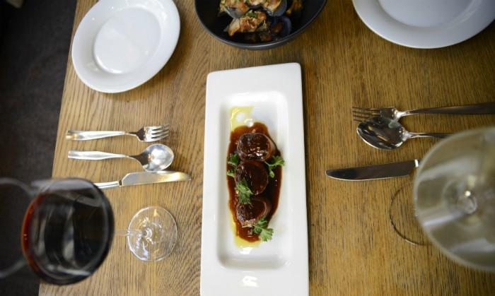 mesa-comida-plazaohla